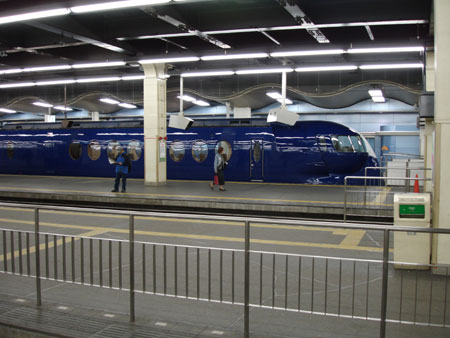 http://www.fecalface.com/blogs/giant/1/airport_train.jpg