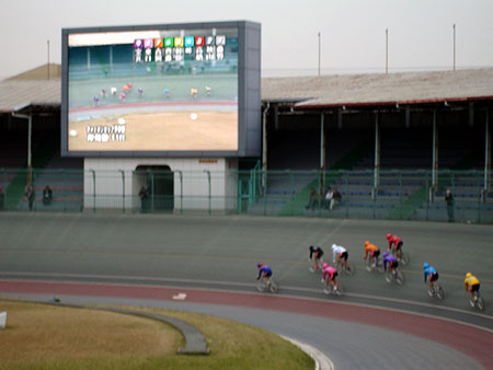 http://www.fecalface.com/blogs/giant/1/keirin4.jpg