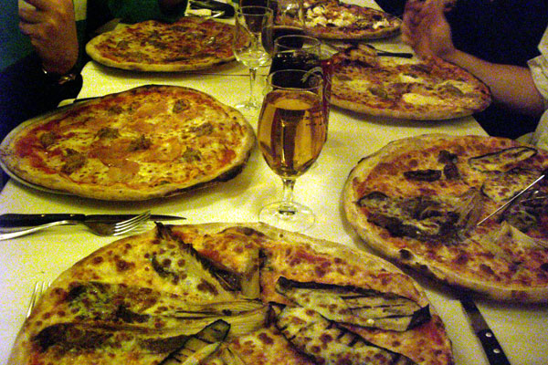 pizza_table.jpg
